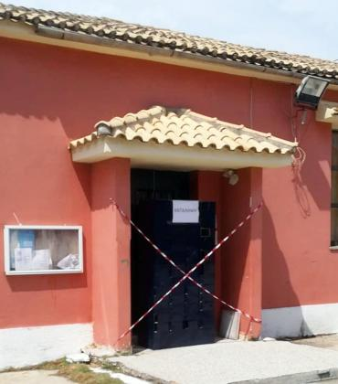 Sidari municipal office closed - because of the piles of rubbish!