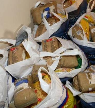 Hellenic Red Cross collecting food donations