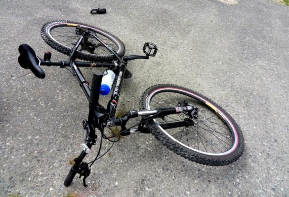 Police looking for hit-and-run driver who knocked over 15-year-old cyclist